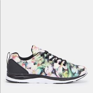Shoes - Pretty light floral runners!